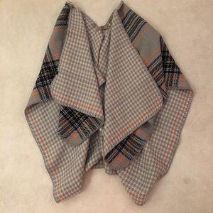 Sweaters - Reversible poncho / shawl